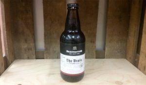 Das welovebier.de- Team zeigt ein Bild, auf dem ein Craft Beer der Marke Braufactum in einer Weinkiste zu sehen ist. Das Craft Beer ist ein Brown Ale.