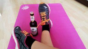 nach dem Sport ein alkoholfreies Bier trinken als isotonisches Sportgetränk