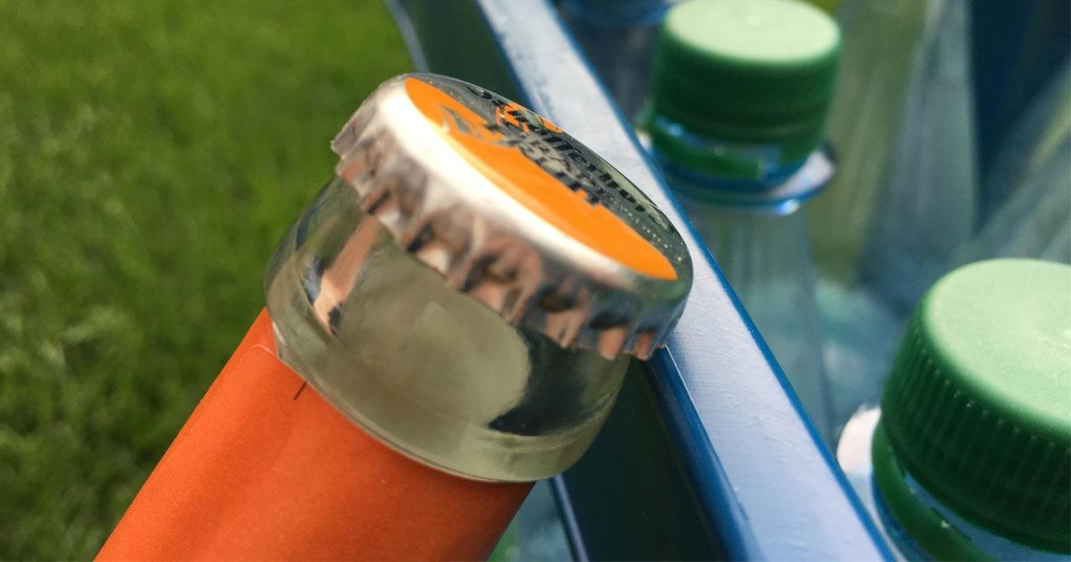 Mit einem Kasten kannst du auch deine Bierflasche öffnen.