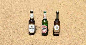 Auf dem Bild sind beliebtesten Biere in Deutschland aus dem Jahr 2015 abgebildet. Auf Platz drei ist die Brauerei Warsteiner. Knapp den ersten Platz verpasst, hat die Brauerei Krombacher. Die Goldmedaille und damit auf Platz 1 ist die Brauerei Becks.